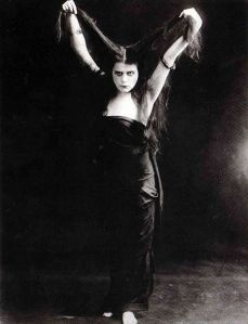 Theda_Bara_in_Sin